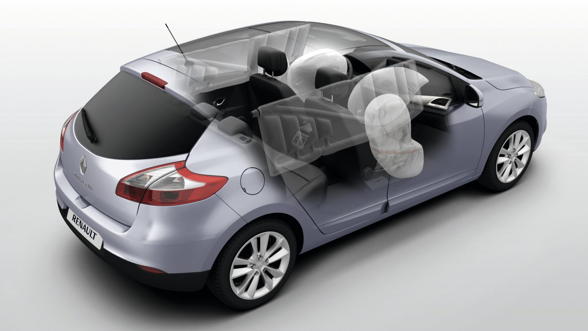 renault-megane-berline-b95ph2nbi-features-safety-001.jpg.ximg.l_12_m.sma...